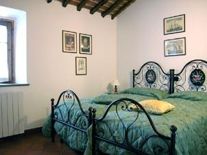 Alojamiento en habitaciones y apartamentos en un chalet con piscina cerca de Volterra